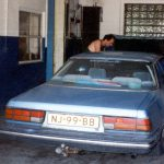 Mazda met kapotte motorkapvergrendeling,Maloja,Zwitserland, Juni 1994
